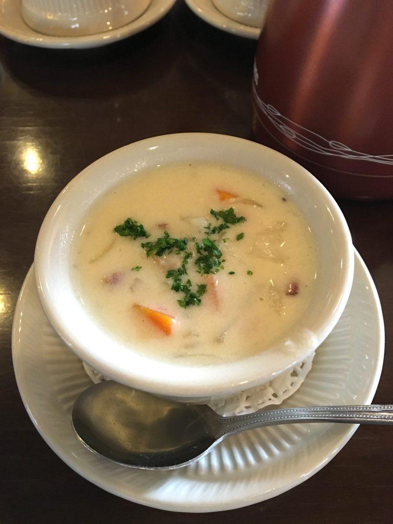 カップスープ。この日はクラムチャウダーでした。