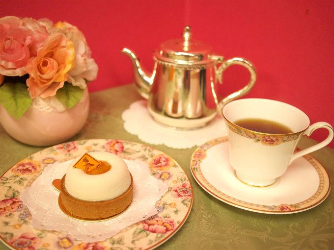 フレデリック・カッセルのタルト・アプリコ・ジャスマンと紅茶