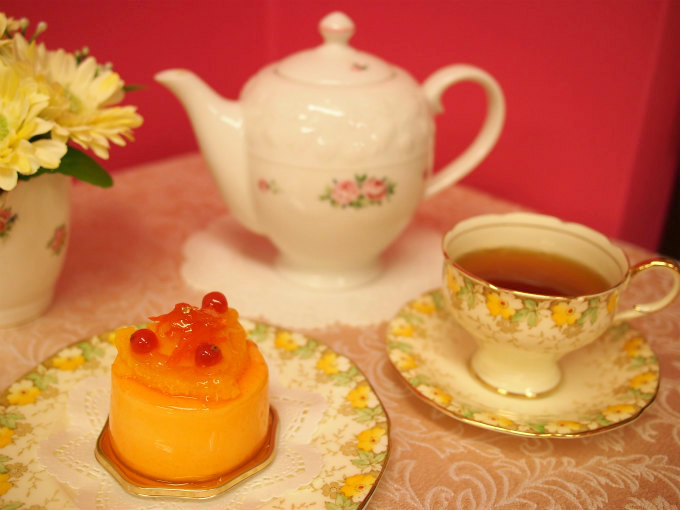 HIBIKAのケーキ「お陽さま」と紅茶