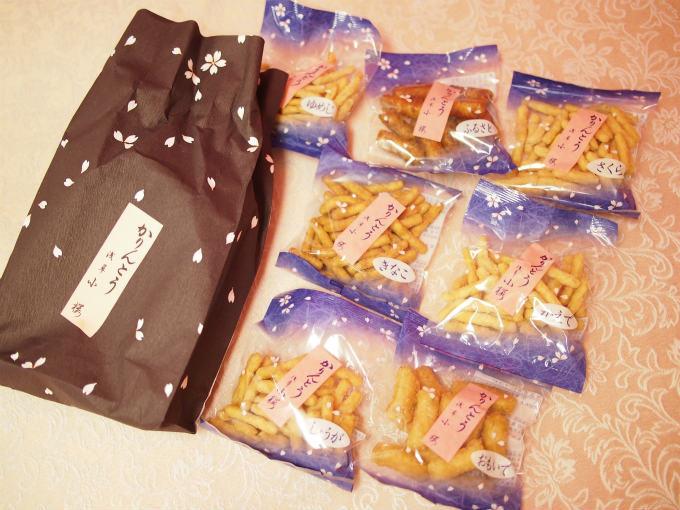 「7種」の袋入りは、おもいで(白太)、ふるさと(黒太)、ゆめじ(細口)、かえで、きな粉、しょうが、さくらが入っていて972円です。