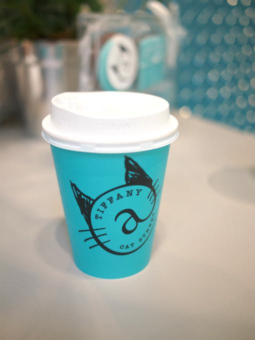 こちらはコーヒー。カップが可愛い。