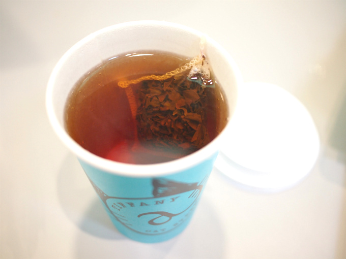 ホットの紅茶はマイティーリーフのダージリンでした。