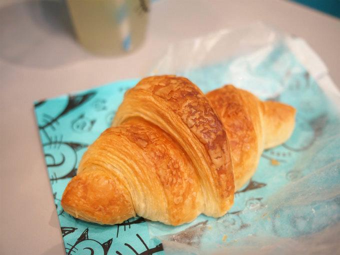映画「ティファニーで朝食を」をイメージして作られたクロワッサン。結構大きめです。
