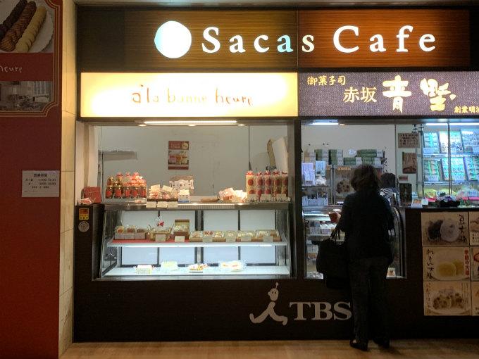 こちらは赤坂駅の改札を出たところにある「a la bonne heure(アラボンヌー)」。左側がアラボンヌーです。