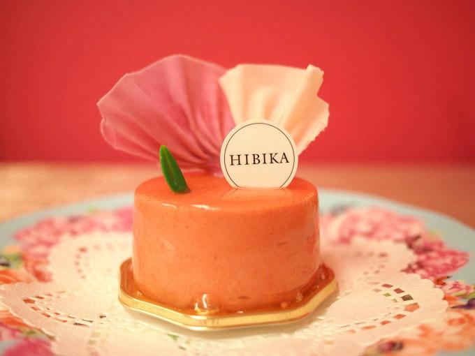真横から見た「朝顔」。朝顔の花びらのようなチョコレート細工が可愛らしいです!
