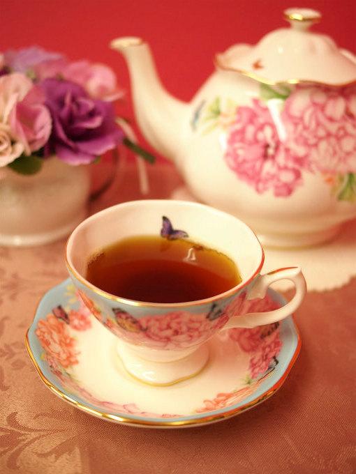 キームンは少し黒い水色(すいしょく)の紅茶