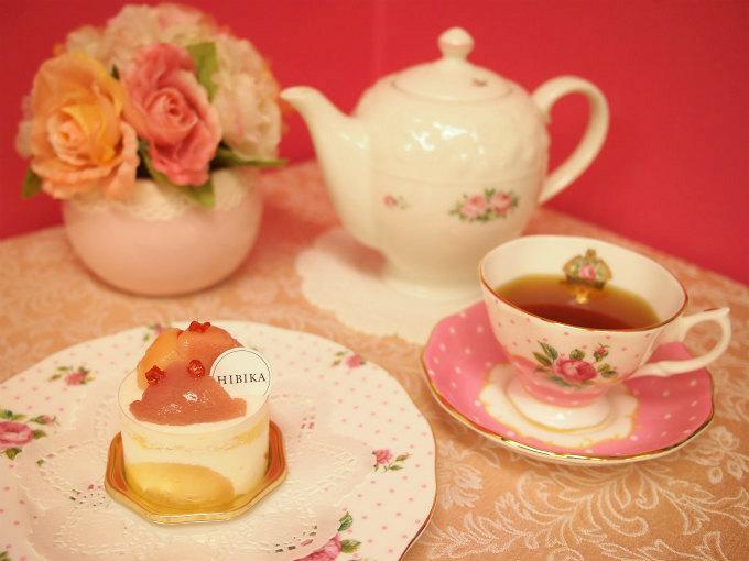 HIBIKAの夏のショートケーキ「夏桃」と紅茶