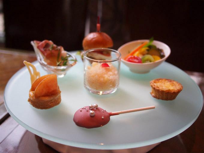 metropolitan crossdine afternoontea sweets