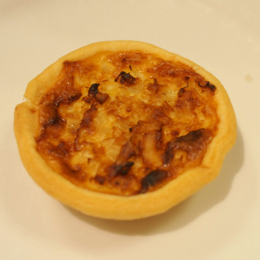 ミニキッシュも伝統的なキッシュロレーヌでした。でもキッシュはフランスのお料理、、、美味しかったので、まいっか!