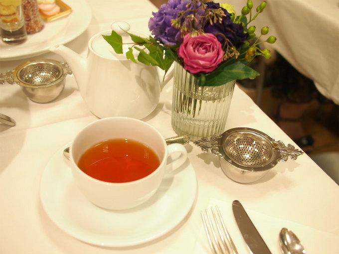 紅茶はテイラーズ・オブ・ハロゲイトのティールームブレンドのみでした。