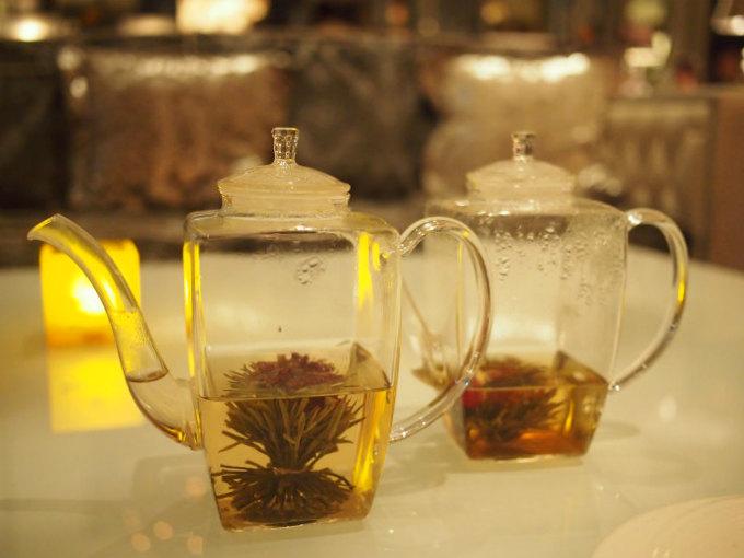 中国茶もいただきました。左はマザーオブラブ(緑茶とカーネーション)、右はキャンドルサービス(緑茶とジャスミンや姫百合)