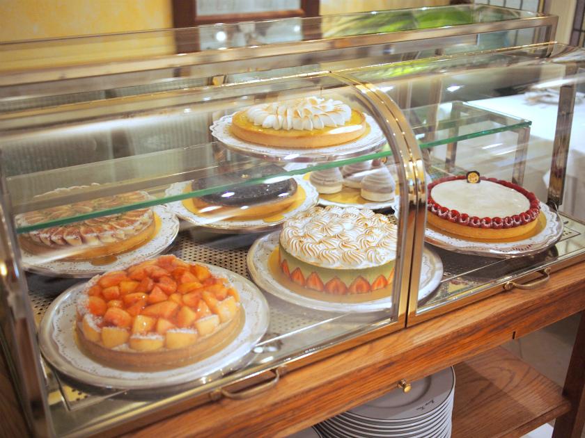 マリアージュフレールの生ケーキはこちらのシャオコロニアルから選びます。