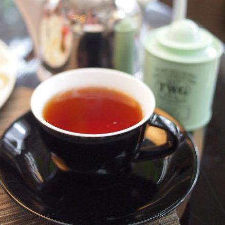 フレンチアールグレイ ベルガモットの香りを付け、ブルーのヤグルマギクの花びらも入った紅茶