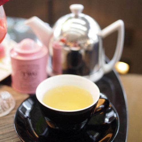 ピンクガーデンティー 緑茶にバラの蕾とトロピカルフルーツを加えたフレーバーティー