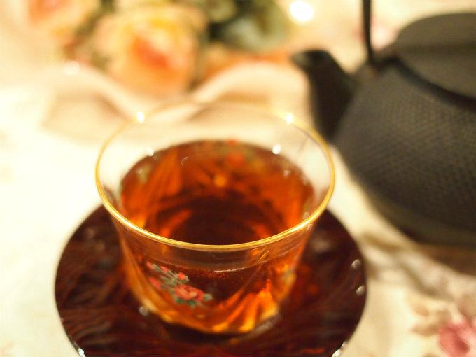 ダージリンセカンドフラッシュの水色(すいしょく)は明るくて透明感のある濃いオレンジ色です。