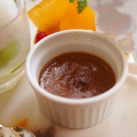 チョコレートとシナモンのクレームブリュレ ブリュレというよりはチョコムースな感じでした。