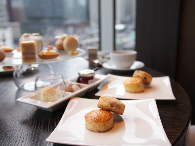 fourseasons chanel afternoontea scone