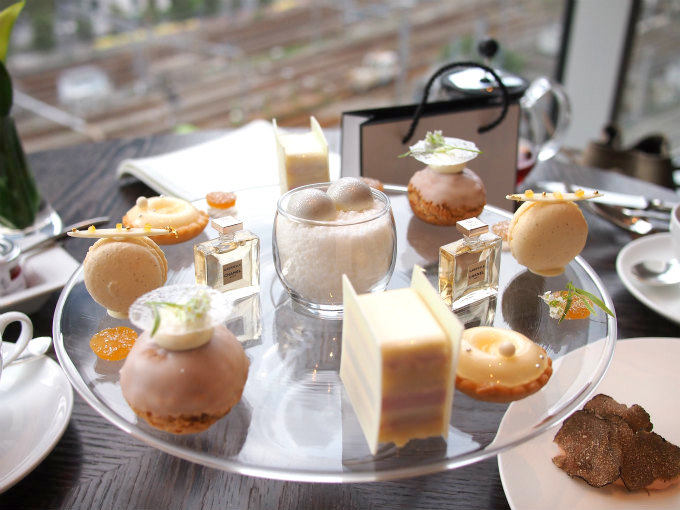 fourseasons chanel afternoontea sweets