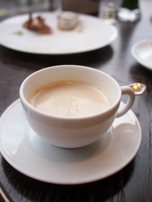 こちらはアイリッシュモルト。ロンネフェルトのアイリッシュモルトはミルクティーがよく合う甘い香りの紅茶。泡立てたクリーム入りでとっても美味しかったです。