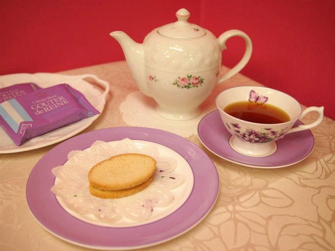 ガトーフェスタハラダのグーテ・デ・レーヌと紅茶