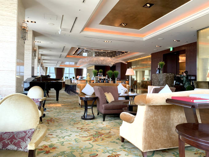 シャングリラ ホテル東京「ザ・ロビーラウンジ」の内装(これは2019年10月の写真です。)
