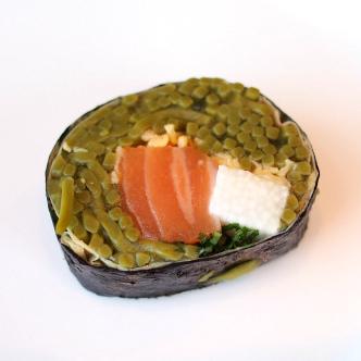 蕎麦寿司。山芋が入っていて食感も楽しめて美味しかったです!