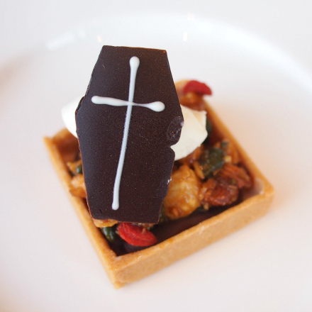 キャラメルナッツとプラリネのタルト。思ったより軽い食感で美味しかったです。