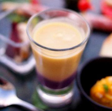 紫芋とさつまいもの冷製スープハロウィンらしい色使いの美味しいスープでした。