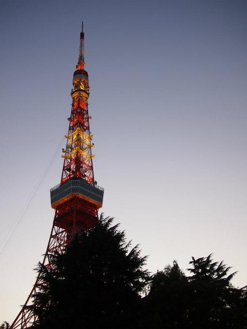 ハイティーは17時からなので暮れゆく東京タワーを眺めながらお食事が楽しめます。