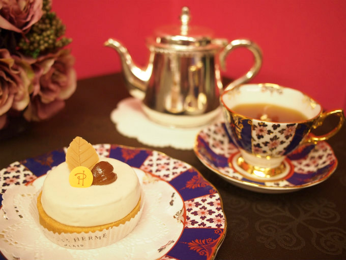 ピエール・エルメ・パリのタルト オマージュと紅茶