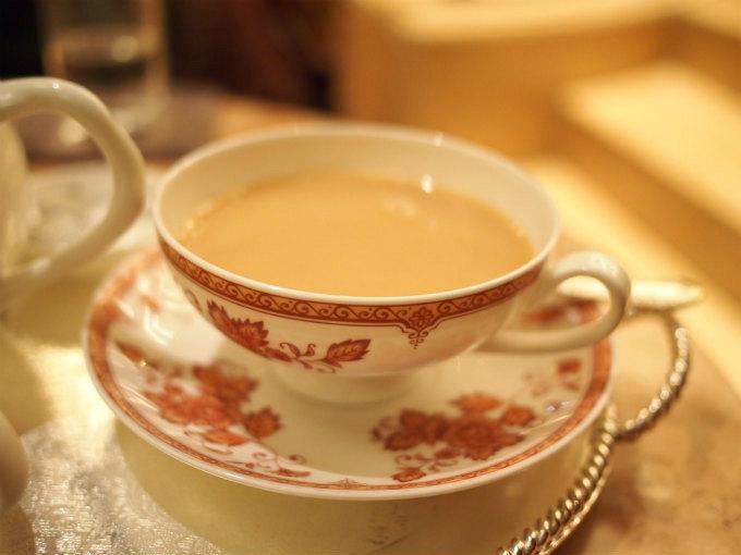 2杯目はミルクティーにして楽しみました。ミルクティーのほうがモンブランパフェによく合いました。