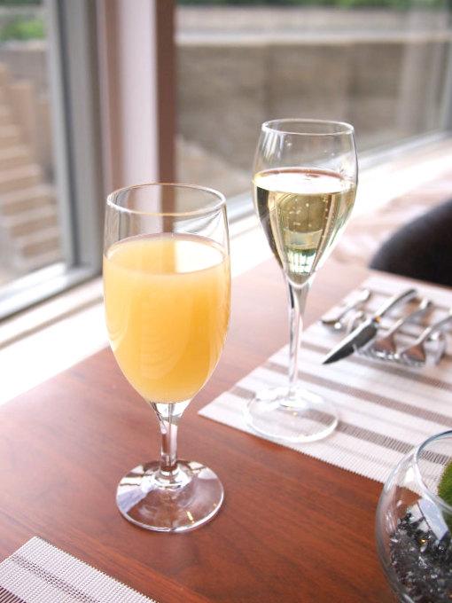 ウェルカムドリンクの付いたプランだったので、まずはグラスシャンパンから。私はアルコールが飲めないのでグレープフルーツジュースにしてもらいました。