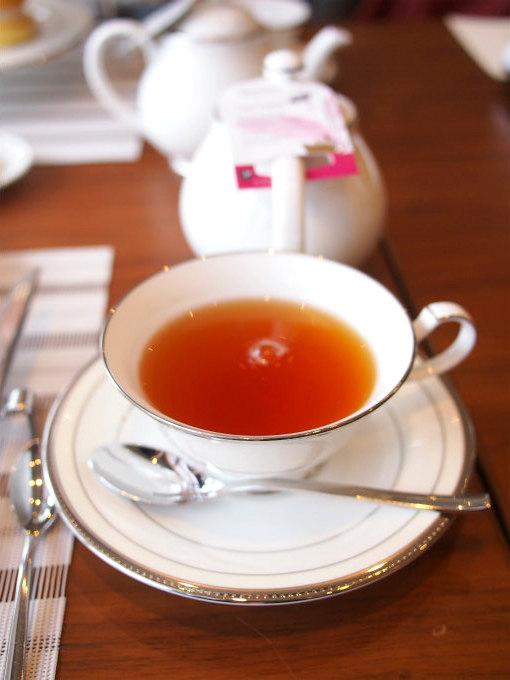 こちらはダージリン。グランドニッコー東京台場「The Lobby Cafe」の紅茶はロンネフェルトでした。