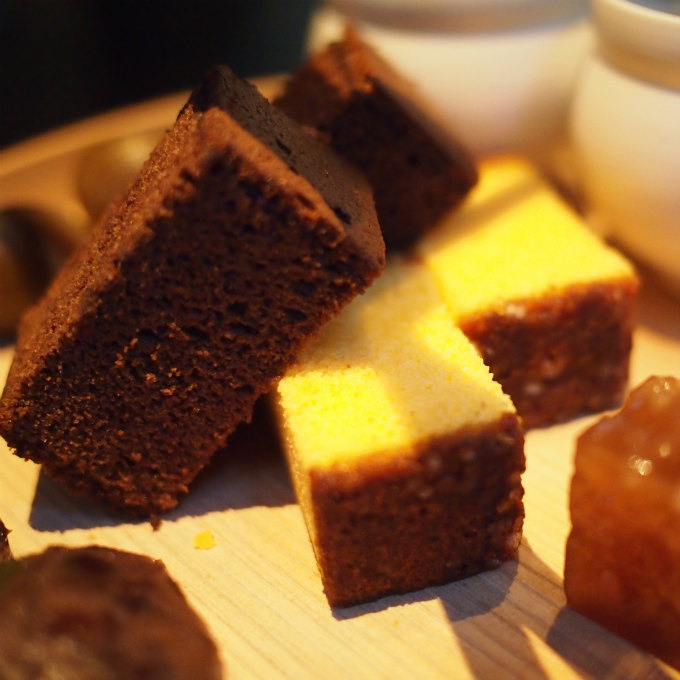 カステラはプレーンとチョコ