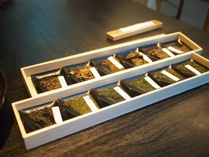 お茶は茶葉を見ながら選べます。