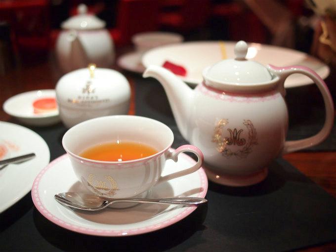robuchoncafe antoinette teaware01