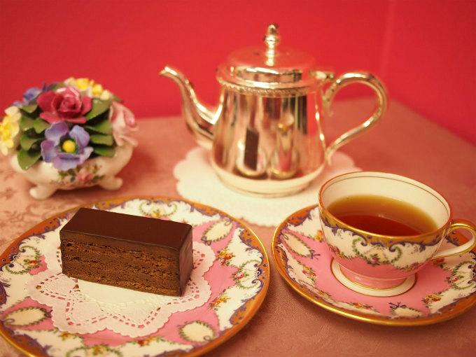 テオブロマの「サン フォアキン ドス」と紅茶
