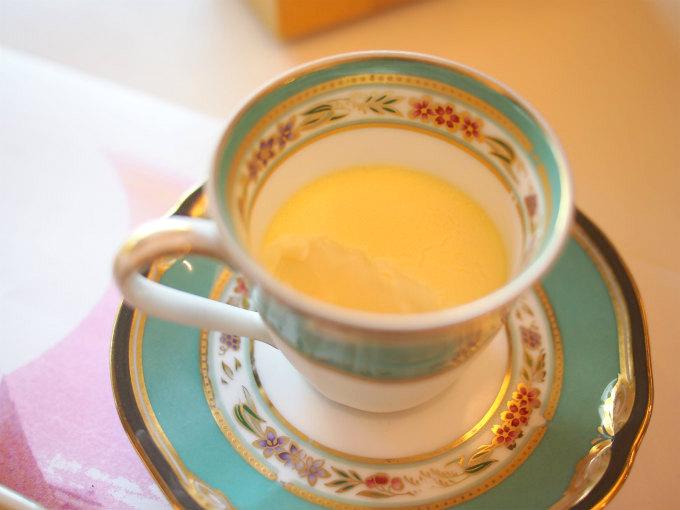 東京世田谷産のアローカナ卵と東京原宿産の蜂みつのプリン。東郷記念館は養蜂もしているそうです!はちみつが入っているのでカラメルは無し、少し硬めの濃厚なプリンでした。