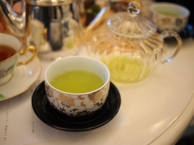 〆はグリーンティー。最初に頂いた冷茶とは別の茶葉だったけどこちらも美味しかったです。