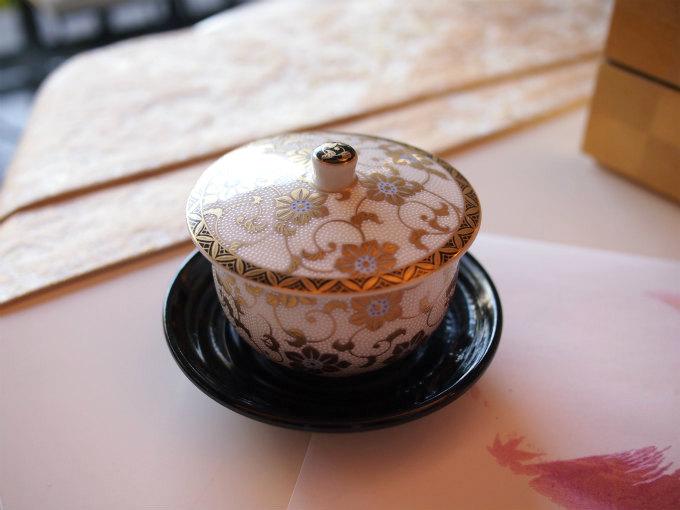 湯呑みは九谷焼