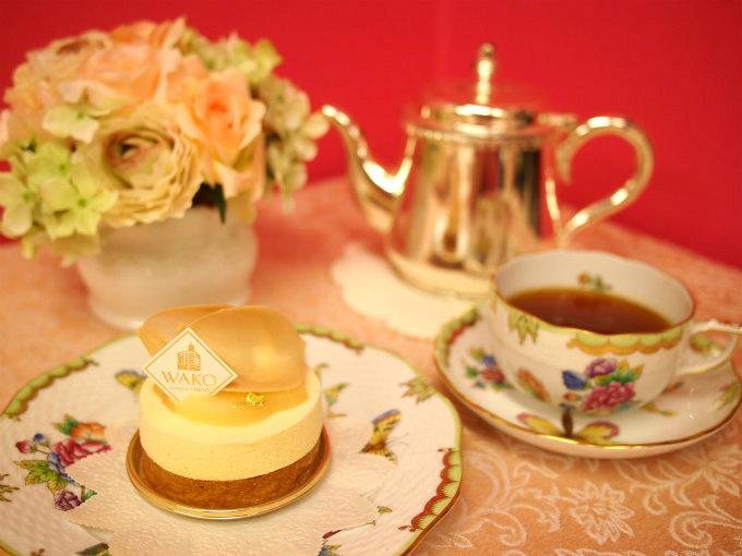 和光ケーキ&チョコレートショップの「キャラメルポワール」と紅茶