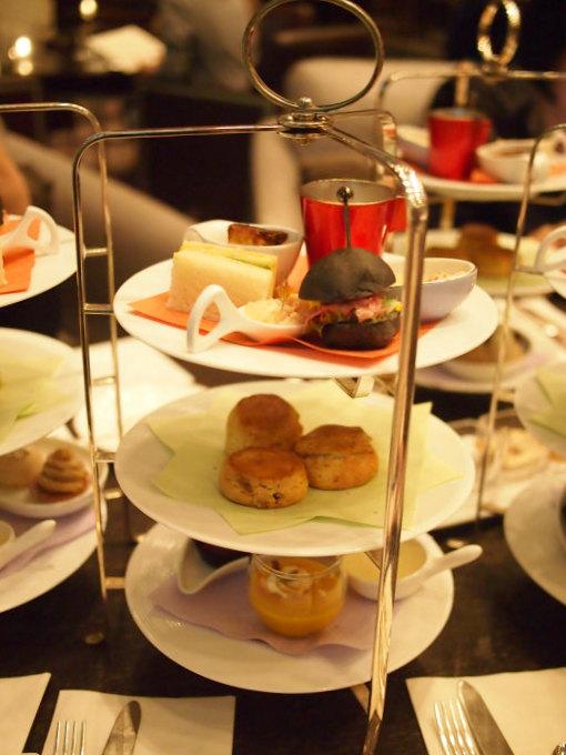 坐忘の2019秋のアフタヌーンティー1人分のケーキスタンド