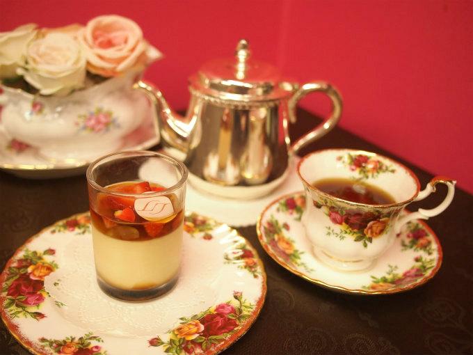 リベルターブルのリベルターブルのプリン「アンファン」と紅茶