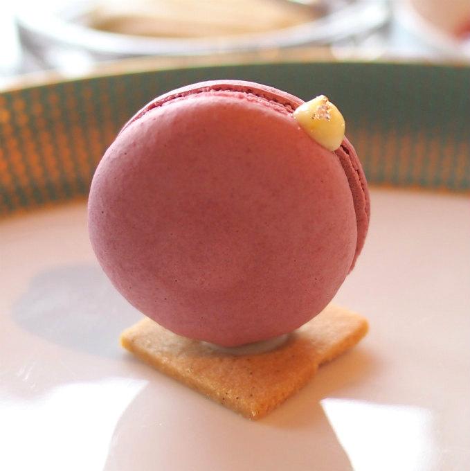 ラズベリーマカロンなんて可愛らしくて、そして美味しいのでしょう♪