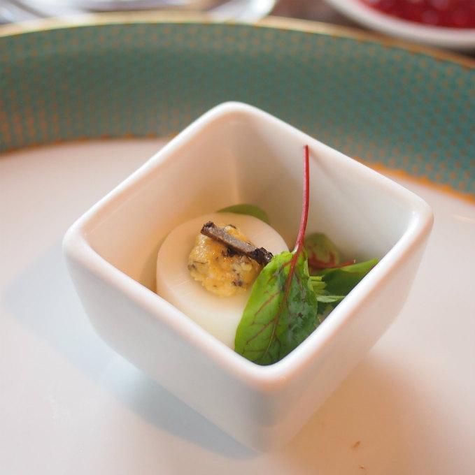 トリュフ風味の卵ミモザ
