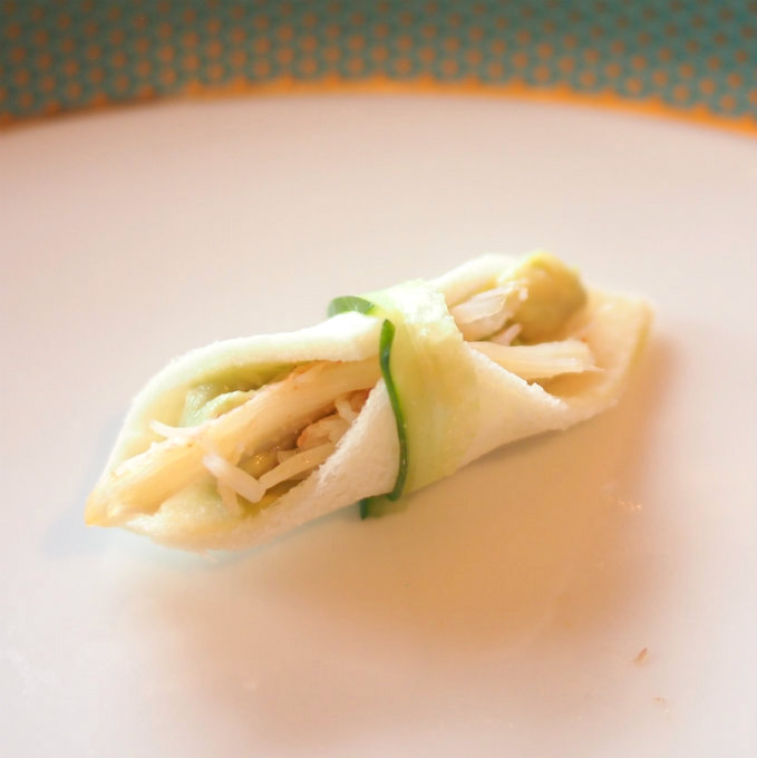 ずわい蟹とアボカドのサンドイッチこんなに小さいサンドウィッチだけどいいお味でした。こちらももっと大きいのが食べたかったな