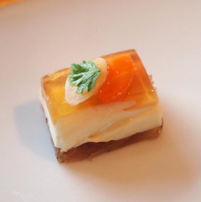 ローストビーフミルフィーユ 西洋わさびクリームこれ、とっても美味しいのに小さすぎて悲しかったです。もっと食べたい!!!