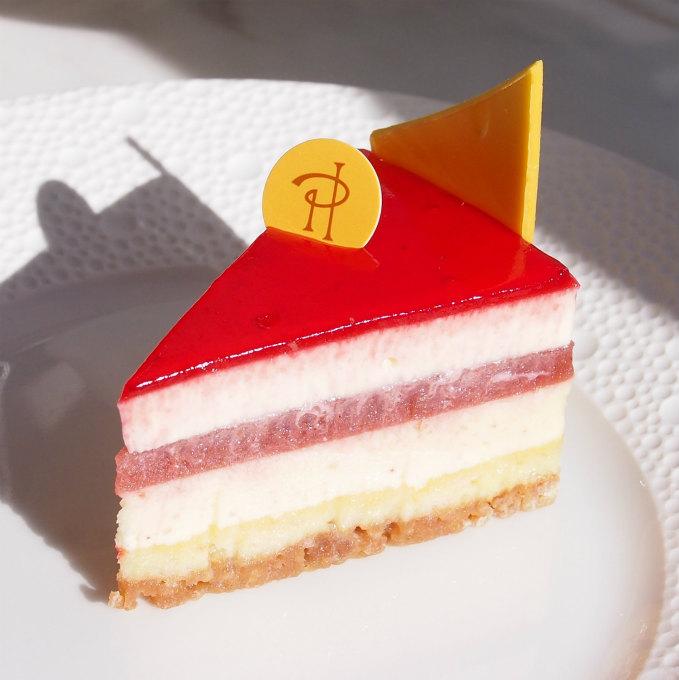 チーズケーキセレストパッションフルーツがとてもいいアクセントになっているチーズケーキ