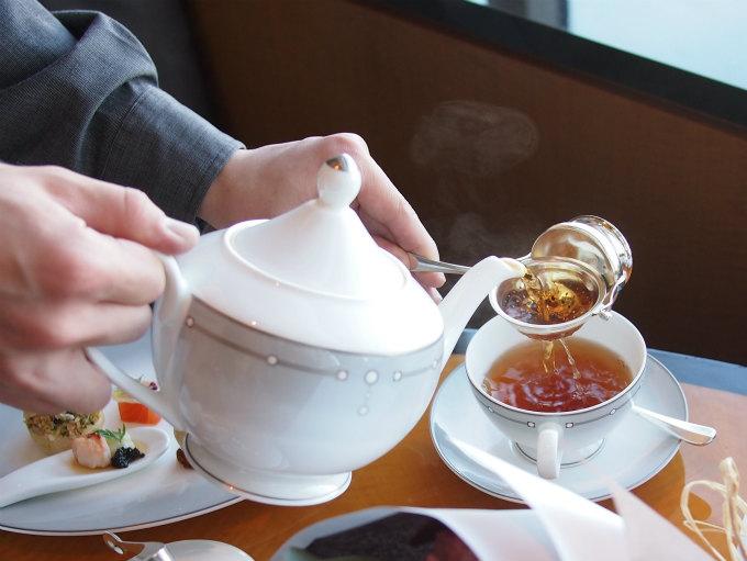 リッツカールトン東京の紅茶はいつもアツアツ!湯気もしっかり写真に写ります。