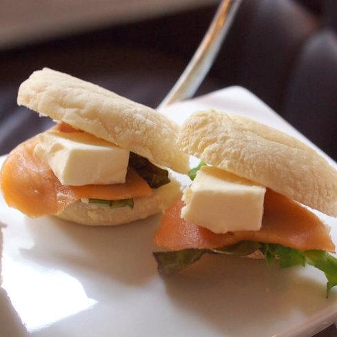 スモークサーモンとクリームチーズのイングリッシュマフィンサンド具も美味しいけどマフィンがとても好みでした!